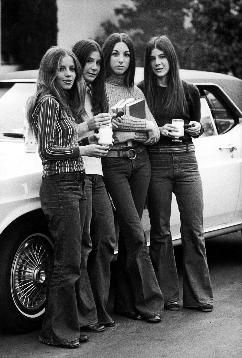 GIrls wearing flared jeans back in the Seventies